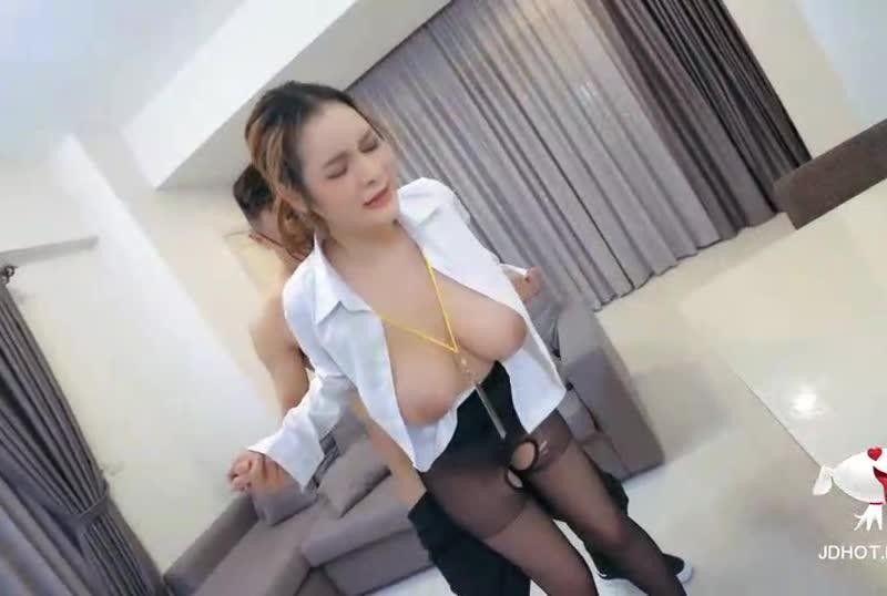 国産AV精东新闻播报台玩弄巨乳女主播张芸熙