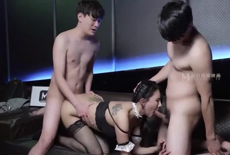 国産麻豆AV 淫乱黑丝美腿诱惑 麻豆KTV的特殊性服务 新人女优 凌薇