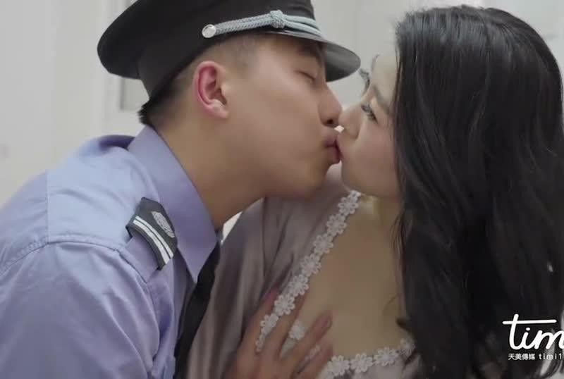 国産AV 警察同志帮帮忙徐筱欣