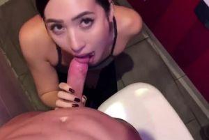 [自拍外流片]身材火辣超漂亮健身房女教练!无码露脸自拍口交直击 ! 那口速和手速谁受得了 !!! (上)