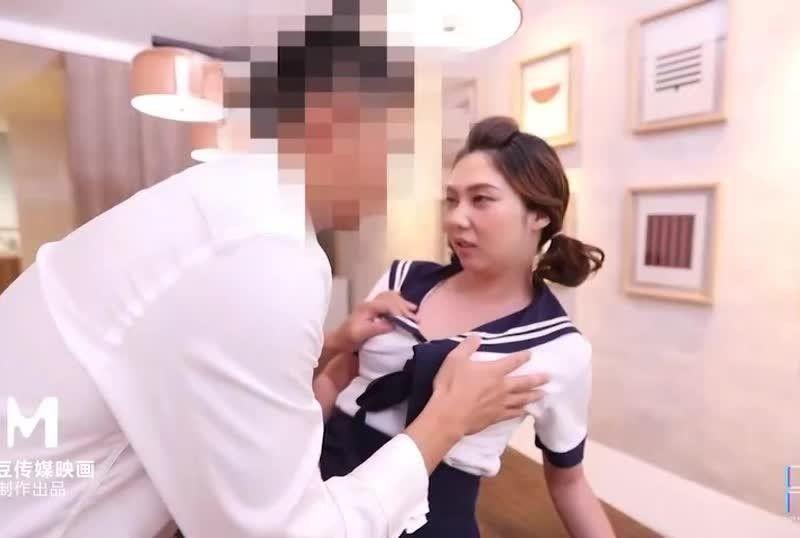 国産AV调皮学生&处男老师罗瑾萱