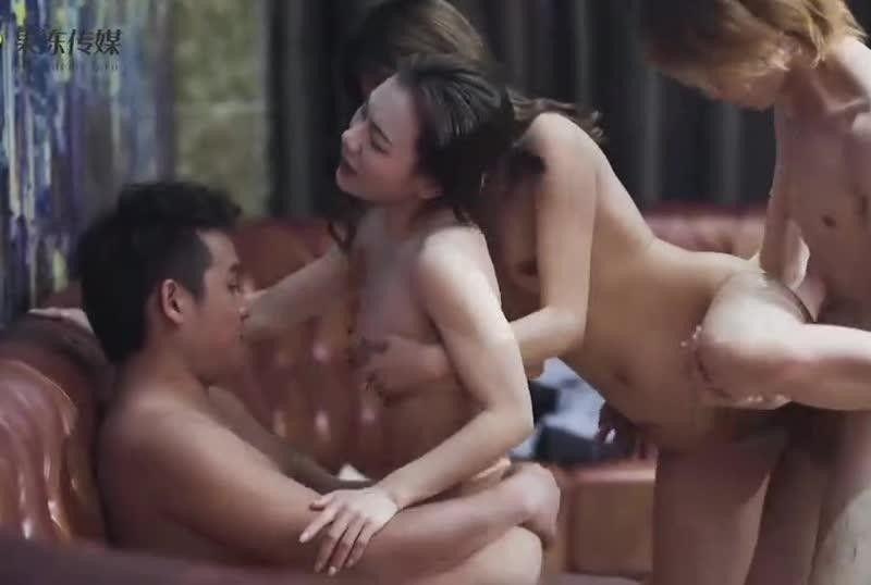国産AV淫新年姐妹4P闹新春聂小倩 董小婉