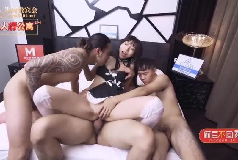 国産AV春节限定系列AV篇六人行公寓EP1麻豆淫新年一女三男的性爱惩罚