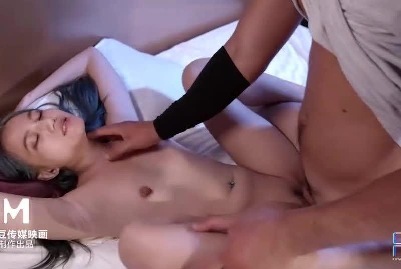 国产AV我想幹一个台湾女生颜射极乐超特浓超大量Aviva