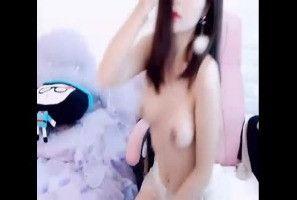 中国裸聊美女视讯主播直播自慰视频流出,小巧乳房坚挺适中应该有C罩杯吧,在成人直播间裡福利放送自慰抠穴给网友们看,鲍鱼操粉嫩