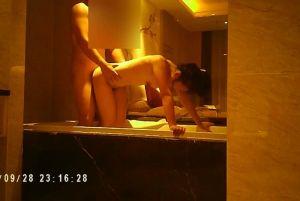 刘经理偷情专柜少妇宾馆开房鸳鸯浴A片NTR的情节